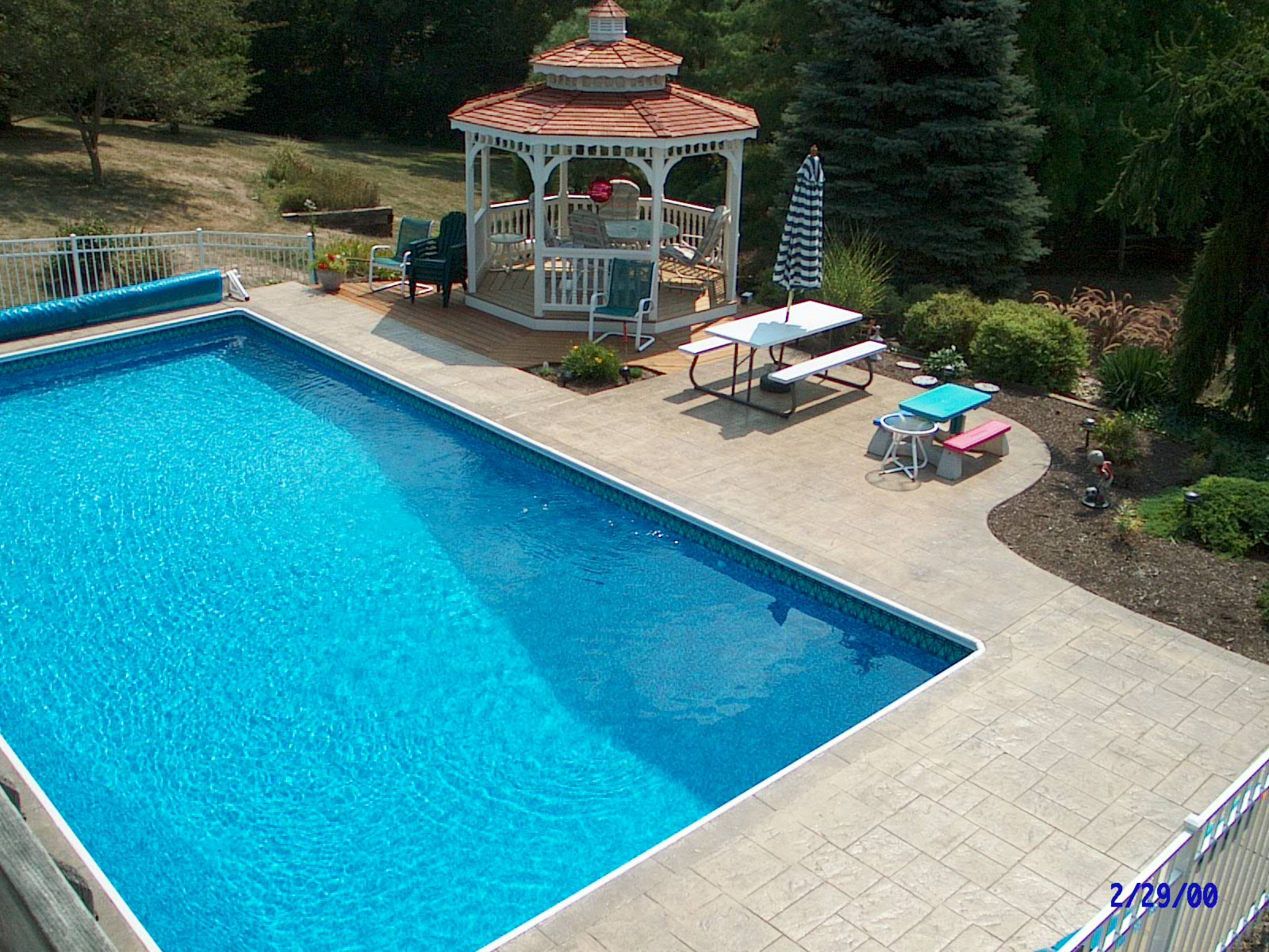 Best 40 stamped concrete around swimming pools design for Design of swimming pool concrete
